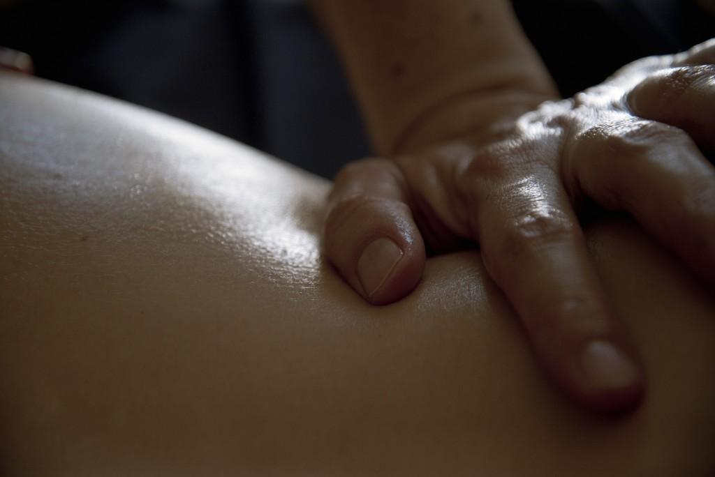 massage à l'huile gros plan 1